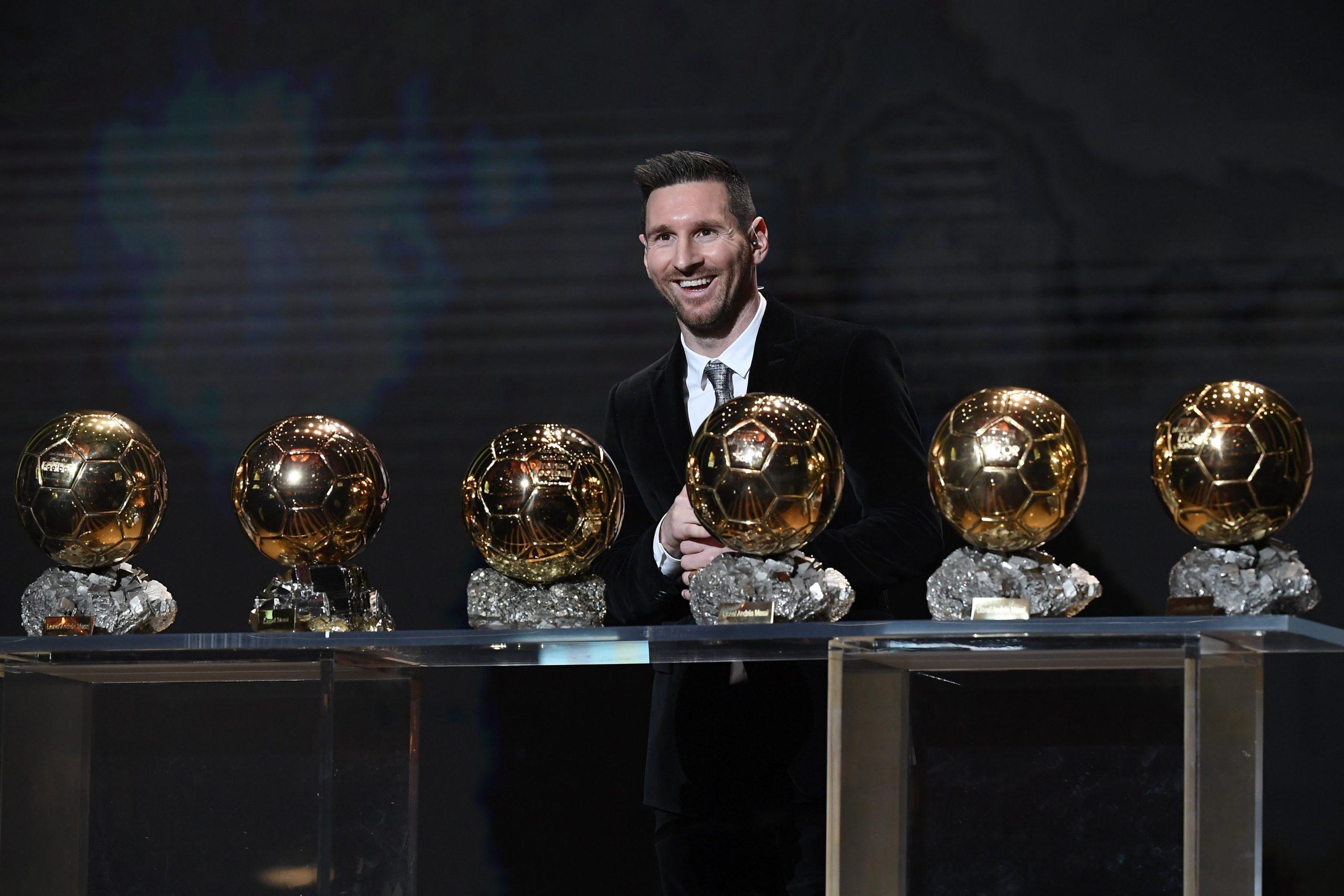 Hình ảnh Messi nhận bóng vàng lần thứ 6
