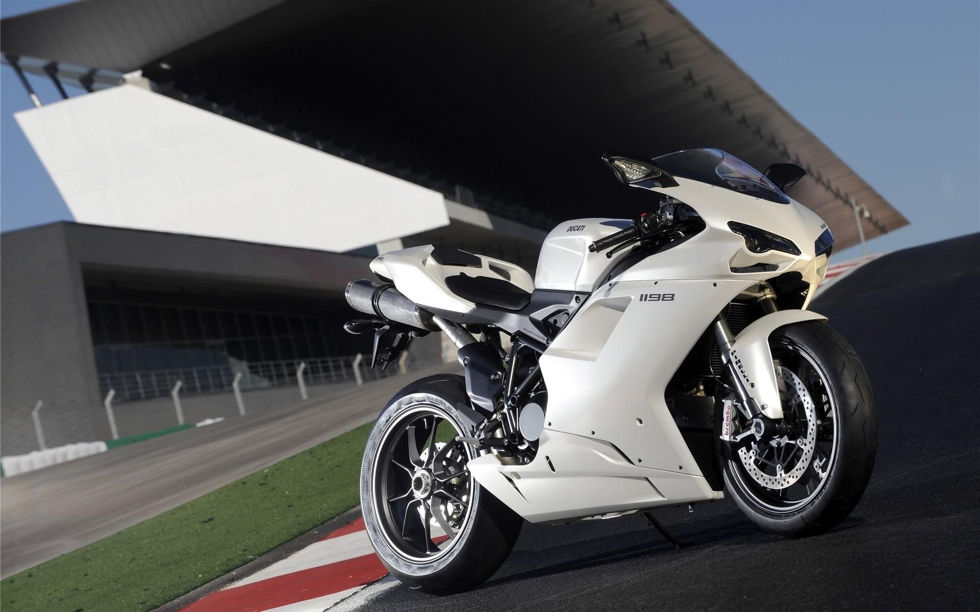 hinh nen sieu xe moto 14