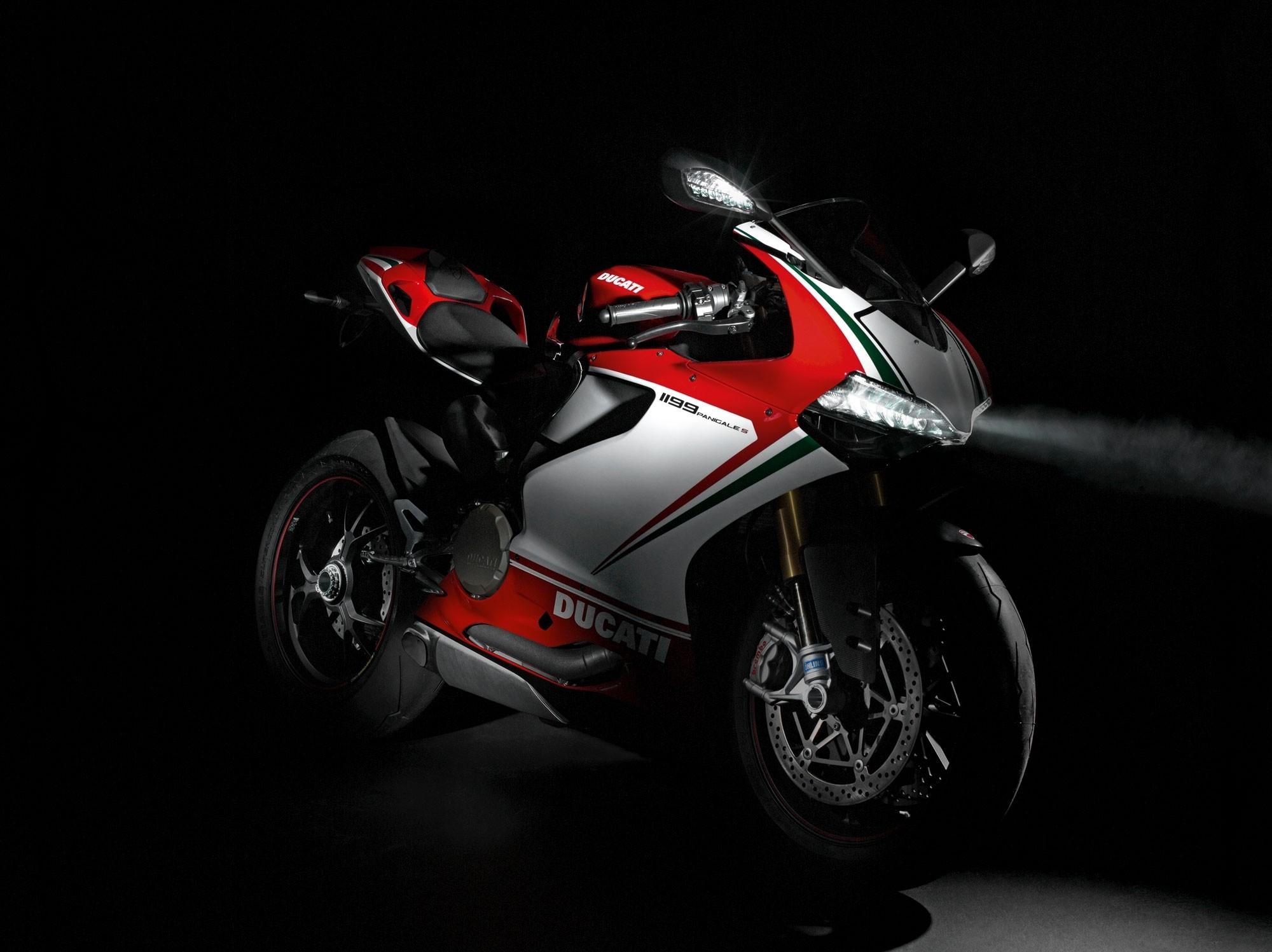hinh nen sieu xe moto 2