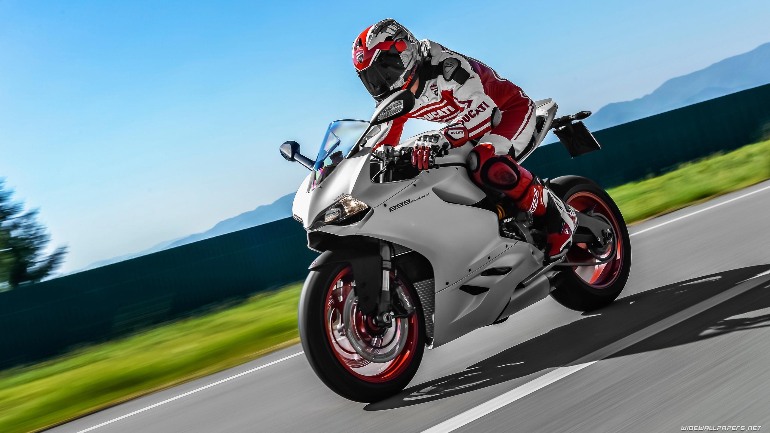 hinh nen sieu xe moto 23
