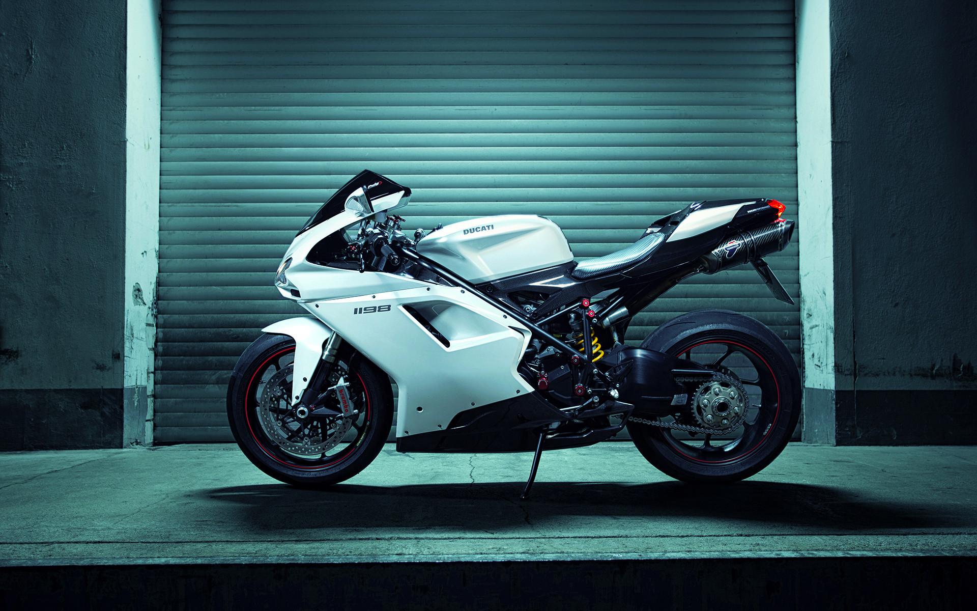 hinh nen sieu xe moto 25