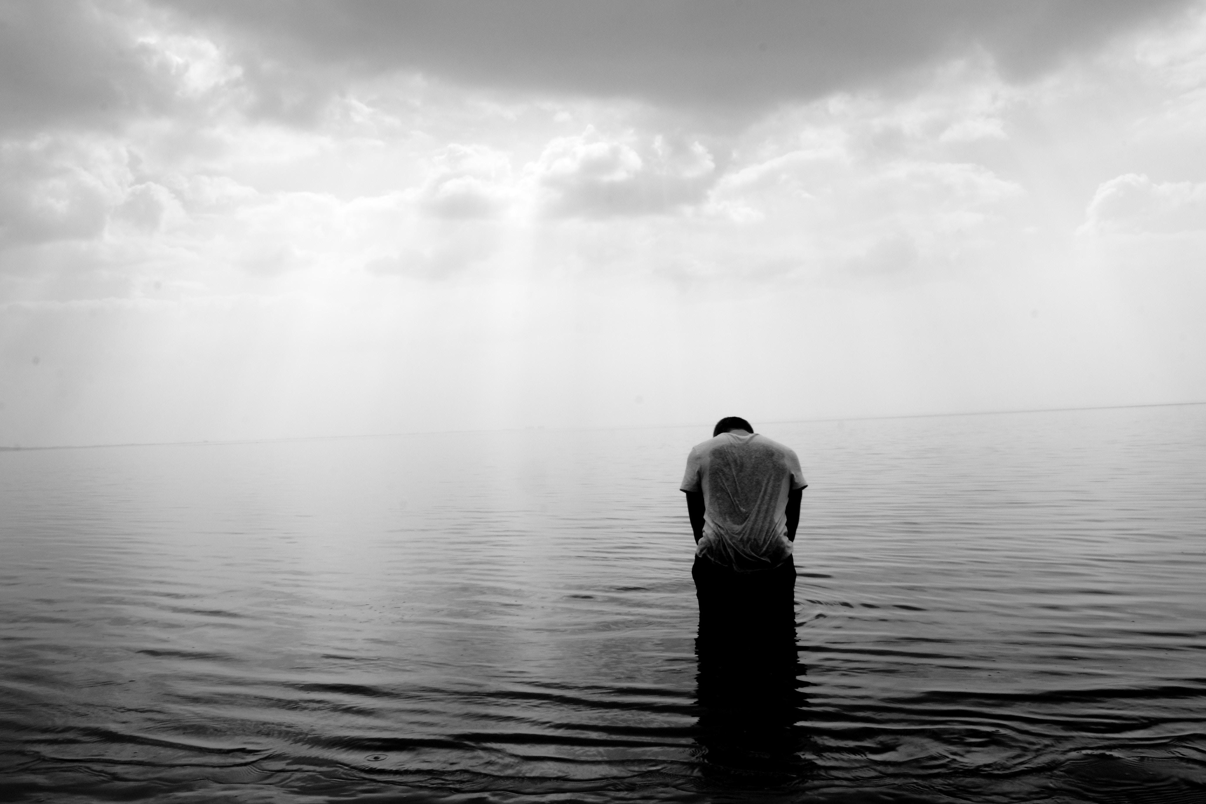 Có nhiều người có xu hướng thích tìm đến nỗi buồn, đắm chìm vào trong những khoảnh khắc cô đơn buồn tủi. Nếu như bạn thuộc kiểu người này, thì đừng ngại ...