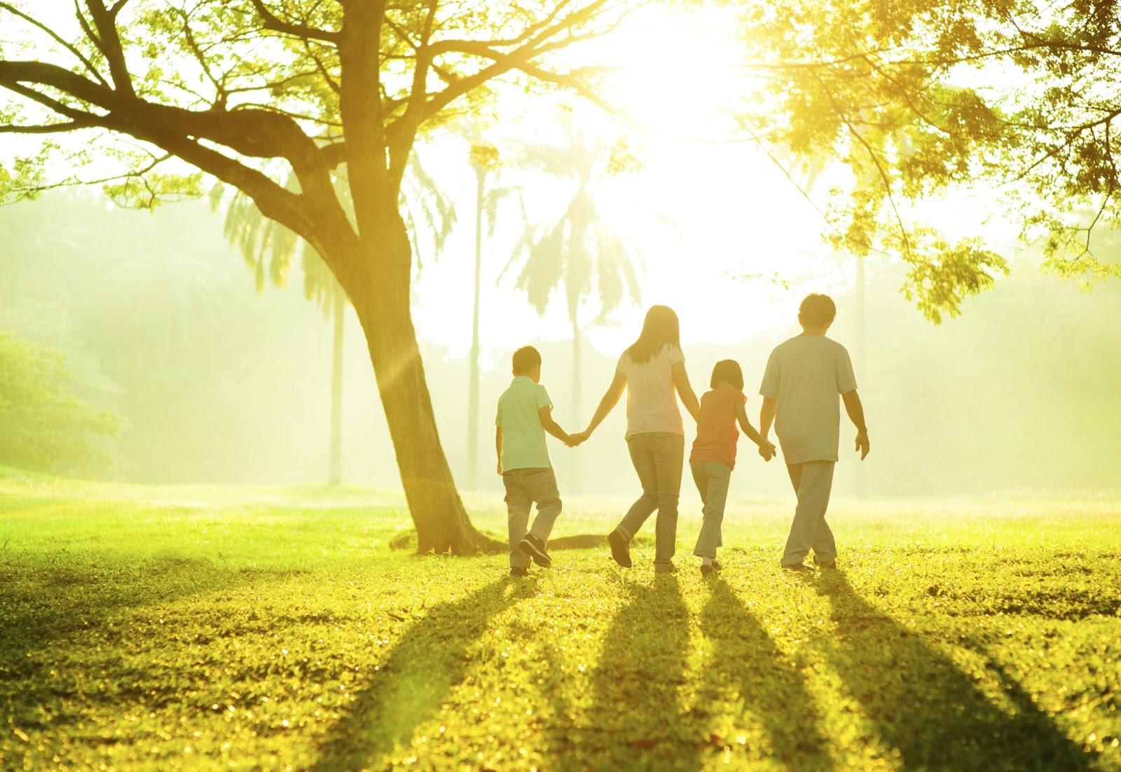 Hãy tải về máy cho mình bộ sưu tập hình ảnh về gia đình đầy yêu thương này, để cảm thấy mình như đang sống cạnh gia đình mình. Đây là những hình ảnh đẹp ...